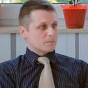 Dr Szalai Milán Gasztroenterológus, belgyógyász öltönyben